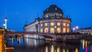 Картинка Берлин Германия Вечер Речка Уличные фонари Bode Museum, Spree