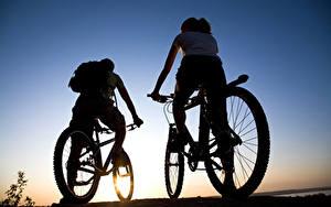 Фотографии Велосипеды Двое Силуэт Спорт
