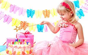 Обои для рабочего стола День рождения Торты Бабочки Девочка Платье ребёнок