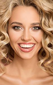 Картинка Блондинка Лицо Улыбка Зубы Девушки