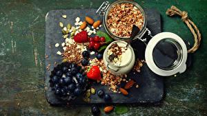 Картинка Черника Молоко Мюсли Орехи Клубника Малина Завтрак Зерна Пища