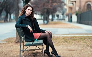 Фото Боке Скамья Сидящие Ног Пальто Шатенки девушка
