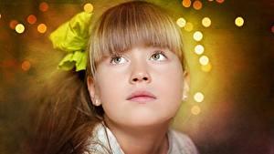 Фотографии Боке Лица Русых Взгляд Девочка Милые Прически ребёнок