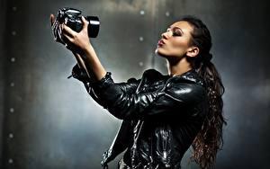 Фотография Размытый фон Фотограф Руки Куртка Хвоста Фотоаппарат Селфи Девушки
