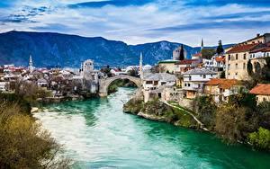 Обои для рабочего стола Босния и Герцеговина Река Мосты Дома Гора Mostar Города