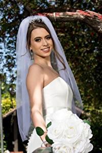 Картинки Букет Невеста Шатенки Улыбается