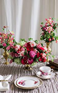 Фотографии Букеты Лютик Чашка Тарелка Цветы