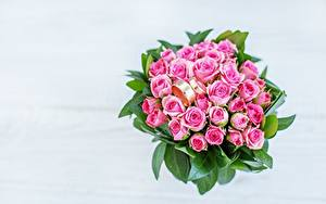 Фото Букет Розы Ювелирное кольцо Розовый