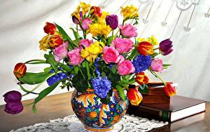 Фотография Букеты Роза Тюльпан Фрезия Гиацинты Ваза цветок