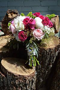 Обои Букеты Розы Бревна