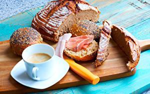 Обои Хлеб Кофе Ветчина Булочки Разделочная доска Завтрак Чашка Продукты питания