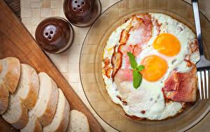 Фото Хлеб Мясные продукты Тарелка Яичница Завтрак