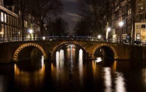 Картинка Мосты Амстердам Нидерланды Ночь Водный канал Уличные фонари