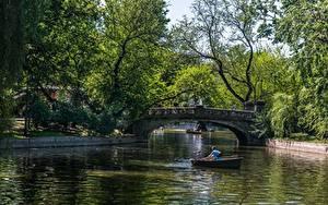 Фотография Мост Пруд Лодки Парки Румыния Будапешт