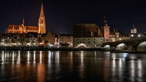 Картинка Мосты Речка Германия Ночь Regensburg Города