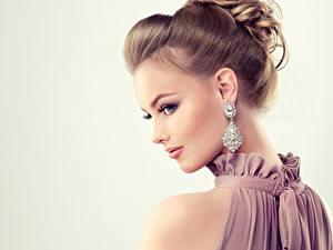 Фото Алмаз обработанный Красивые Серый фон Прически Серег Мейкап Модель молодые женщины