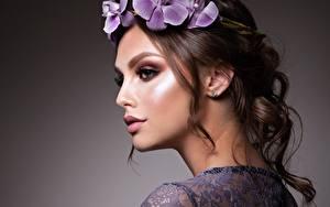 Фотография Шатенки Модель Красивая Макияж Венок Лица молодая женщина
