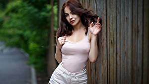 Обои Шатенки Модель Поза Руки Девушки