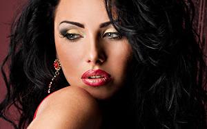 Картинки Брюнетка Лицо Красные губы Мейкап Девушки