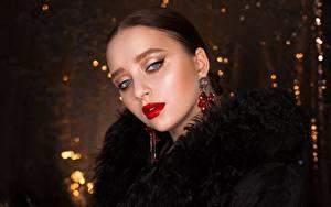 Картинки Брюнетка Взгляд Мейкап Красными губами Лицо молодые женщины