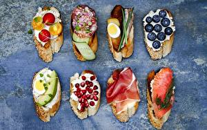 Фотографии Бутерброд Черника Рыба Гранат Колбаса Яйцо Пища