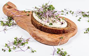 Картинки Бутерброды Хлеб Белым фоном Разделочной доске Пища