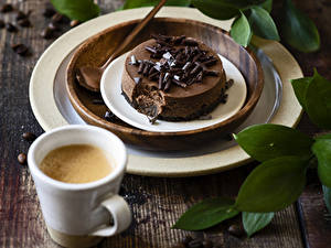 Картинки Пирожное Шоколад Кофе Капучино Доски Тарелка Чашке Продукты питания