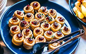 Картинка Пирожное Много Тарелка Пища