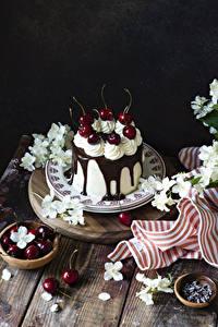 Картинка Торты Вишня Шоколад Тарелке