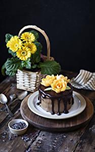 Обои для рабочего стола Торты Шоколад Герберы Роза Тарелка Ложки Дизайн Пища