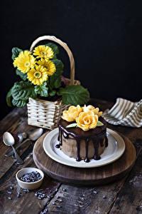 Фото Торты Шоколад Герберы Роза Тарелка Ложки Дизайн Пища