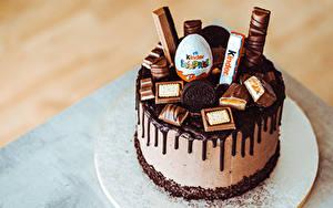 Фотография Торты Сладкая еда Шоколад Kinder Surprise Еда