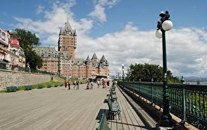 Фотография Канада Замки Квебек Скамья Уличные фонари Ограда Отеля Chateau Frontenac