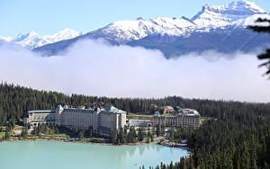 Картинка Канада Горы Озеро Лес Банф Снега Туман lake Louise