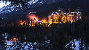 Обои Канада Парки Здания Леса Зима Банф Ночь Уличные фонари город