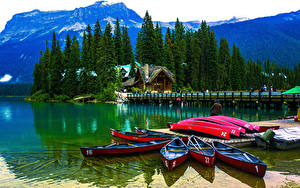 Фотография Канада Парки Озеро Здания Пирсы Лодки Горы Ель Emerald Lake Yoho National Park Природа