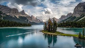 Фотографии Канада Парк Гора Озеро Пейзаж Джаспер парк Облачно Maligne Lake, Alberta Природа