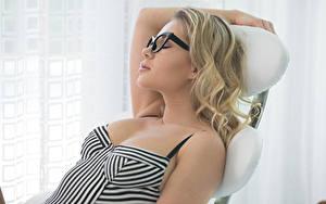 Фотографии Блондинки Очков Отдыхает Спящий Candice Brielle