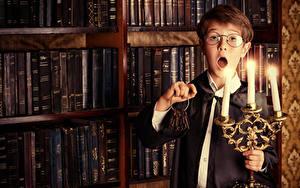 Картинка Свечи Книги Мальчики Очках Замковый ключ Удивление