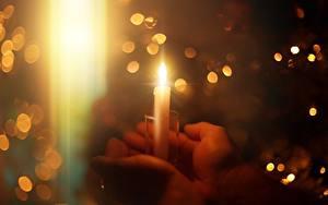 Картинка Свечи Вблизи Пламя Рука