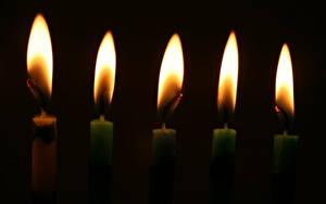 Картинки Свечи Пламя На черном фоне