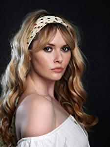Фотография Carla Monaco Блондинки Взгляд Красивая Волос Косметика на лице девушка