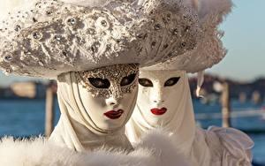 Фотографии Карнавал и маскарад Маски Белая Смотрят Два