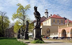 Картинка Замок Парки Скульптура Чехия Скамейка Деревья Klášterec Castle, Klášterec nad Ogrzy Города