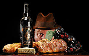 Фото Сыры Виноград Мужчины Бутылка Шляпы Еда