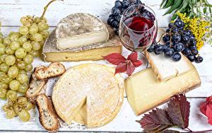 Картинка Сыры Виноград Вино Хлеб Бокалы Продукты питания