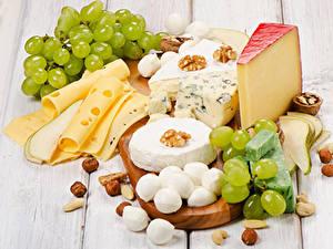 Фотография Сыры Орехи Виноград Доски Нарезанные продукты Продукты питания