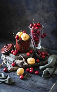 Картинки Вишня Абрикос Натюрморт Доски Ведро Продукты питания
