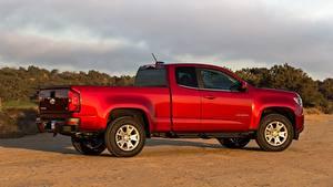 Картинки Chevrolet Пикап кузов Красная Сбоку Colorado, LT Extended Cab, 2014 авто