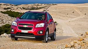 Картинки Chevrolet CUV Красный Спереди Металлик Trax, 2013 Автомобили